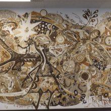 「土で描いた巨大な絵画」