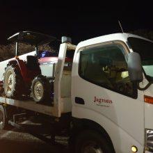 ジャグロンズのメカニック、トラックの白内障を治療する。